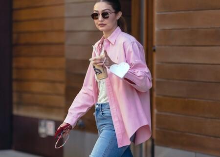 El último look de Gigi Hadid lo firma H&M, incluyendo ese top de florecitas que ya están comprando todas sus seguidoras