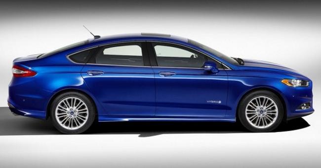 2013 Ford Fusion Hybrid 03