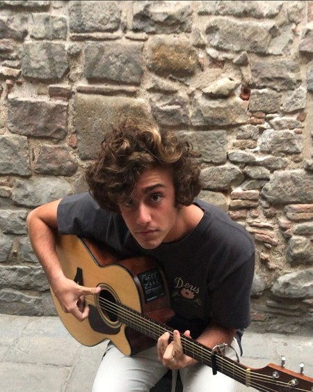 "La gente está buscando ""Guitarricadelafuente"" en Google porque está flipando con 'Nana Triste'"