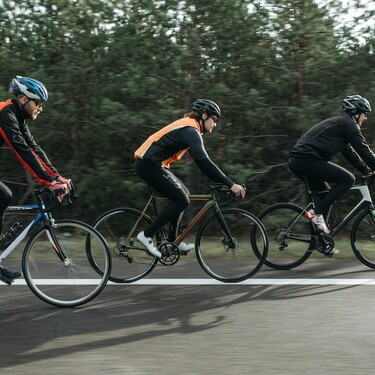 Las mejores ofertas en la liquidación de material de Decathlon para entrenar en casa y al aire libre: bicicletas, bandas elásticas, cintas de correr y más