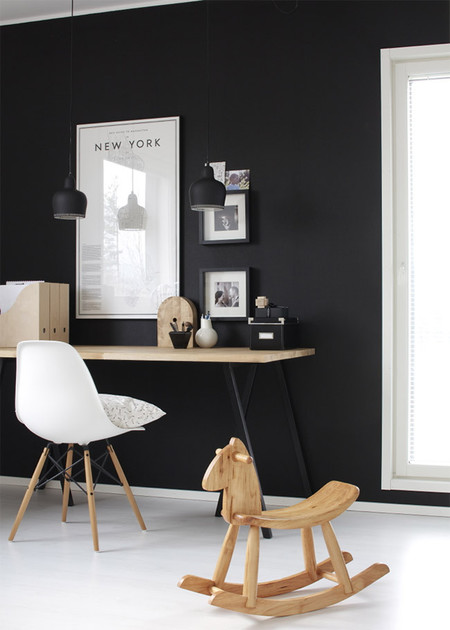 Zona de trabajo con pared negra