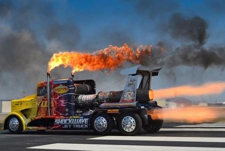 Shockwave Jet Truck, el camión más rápido y potente del mundo