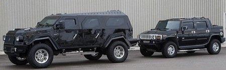 Knight XV, a su lado un Hummer H2 es un utilitario