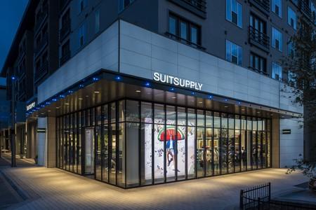 Suitsupply y la nueva normalidad en sus tiendas: precompra virtual, sanitización de probadores y citas para showrooms privados
