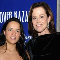 Walter Hill dirige a Michelle Rodriguez y Sigourney Weaver en 'Tomboy, A Revenger's Tale'