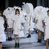 El alucinante desfile Couture de Viktor & Rolf apto sólo para las pasarelas y los museos