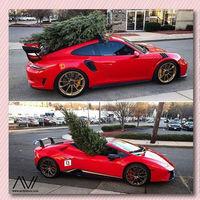 Cuando la Navidad supera a la ficción y sólo tienes un coche deportivo para cargar el abeto