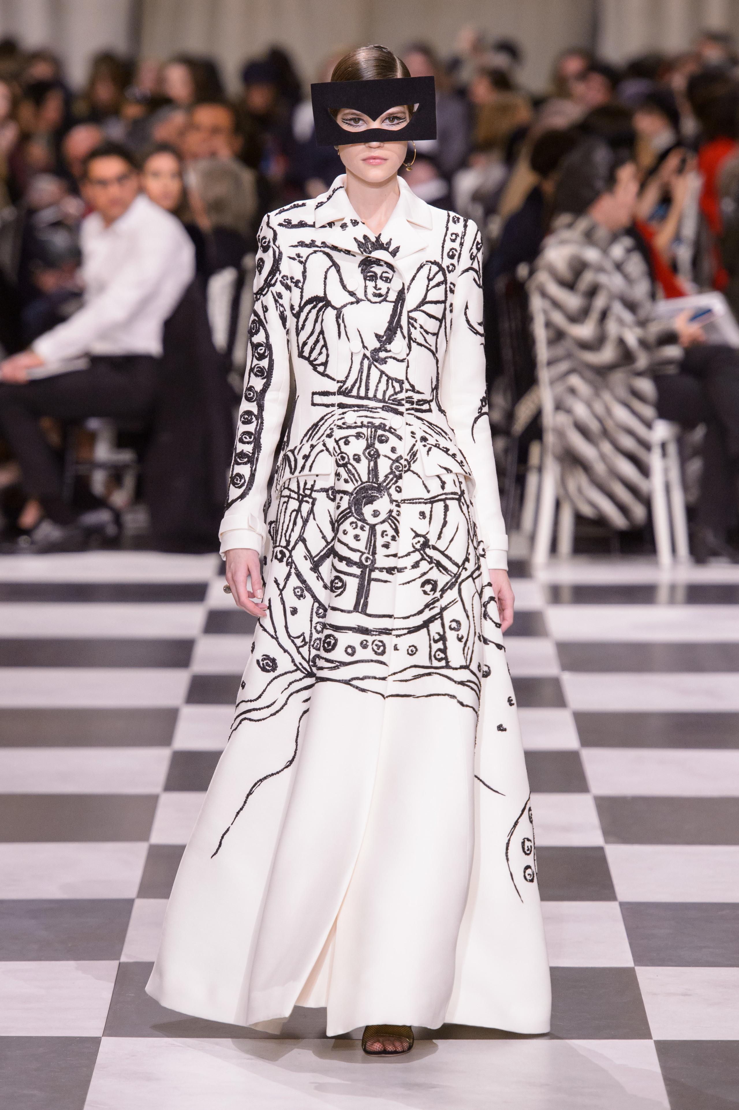 Foto de Dior Alta Costura: Maria Grazia Chiuri y su mágico desfile en blanco y negro Primavera-Verano 2018 (63/74)