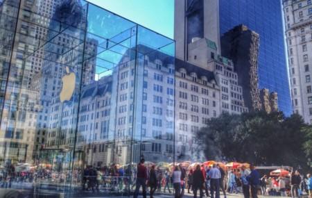 Apple está considerando ampliar su icónica tienda de la Quinta Avenida en Nueva York