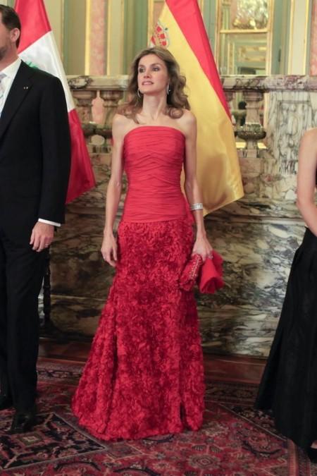 Letizia Con Vestido Rojo