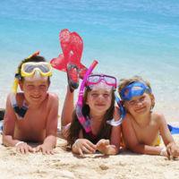 A la playa, sin riesgos: cinco precauciones básicas con los niños