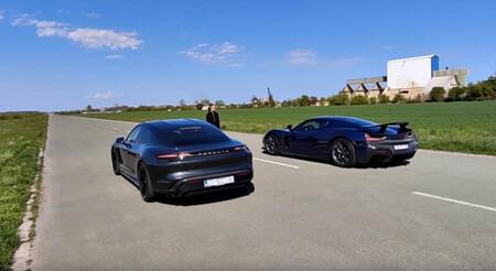 ¡Brutal! El Rimac C_Two le quita las pegatinas al Porsche Taycan Turbo S en este vídeo