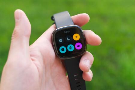 El smartwatch de salud Fitbit Sense con GPS integrado está rebajadísimo en Amazon y El Corte Inglés a 269,96 euros