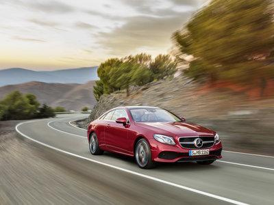 Así de espectacular luce el Mercedes Clase E Coupé, con 333 CV y Drive Pilot