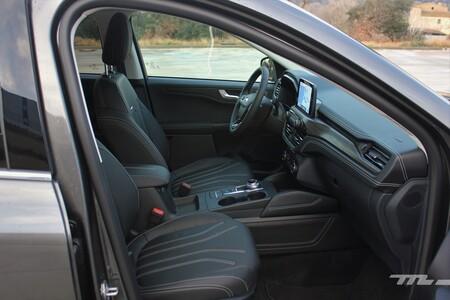 Ford Kuga Hybrid 2021 asientos delanteros