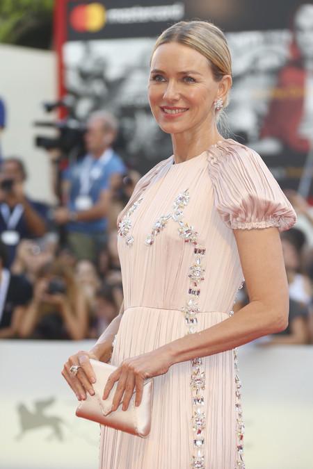Naomi Watts eclipsa al resto de invitadas en la alfombra roja del segundo día del Festival de Venecia 2018