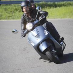 Foto 29 de 75 de la galería vespa-gts-y-gts-super-en-accion-1 en Motorpasion Moto