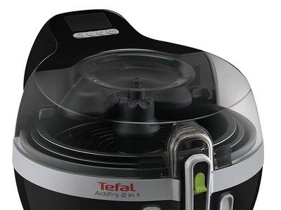 Por 189 euros tenemos en Amazon la freidora dos en uno Tefal Actifry YV9601 que nos permite cocinar dos platos a la vez