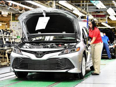 Toyota le recuerda a sus empleados de Kentucky que le saldría más barato fabricar el Camry en Japón