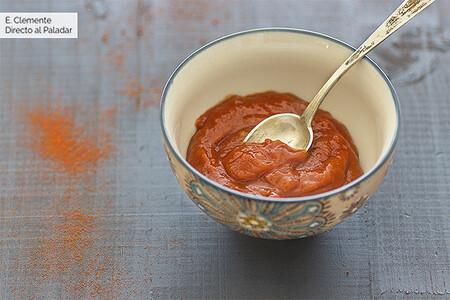 Cómo hacer salsa barbacoa casera: receta fácil para subir de nivel tus parrilladas y platos de carne y verduras