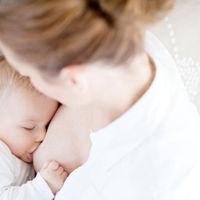 Los oligosacáridos presentes en la leche materna podrían ayudar a prevenir futuras alergias alimentarias