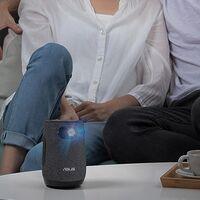 Asus lanza el ZenBeam Latte L1, un proyector LED con forma de taza de café y sonido firmado por Harman Kardon