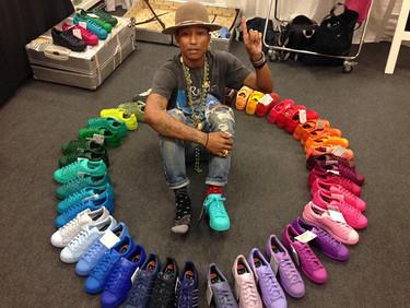 Las zapatillas con la gama cromática más amplia  diseñadas por Pharrell Williams que desearás en breve