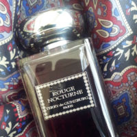 Rose Infernale o Rouge Nocturne, las fragancias de la Collection Privée de Terry de Gunzburg