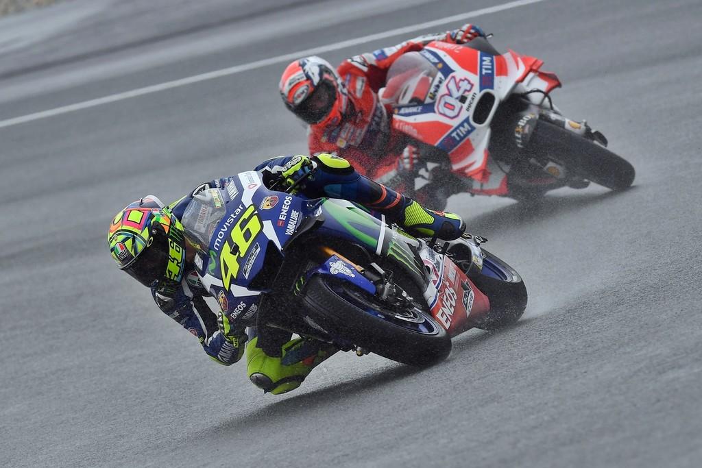 Primera victoria de Dovizioso que vence a Rossi en mojado