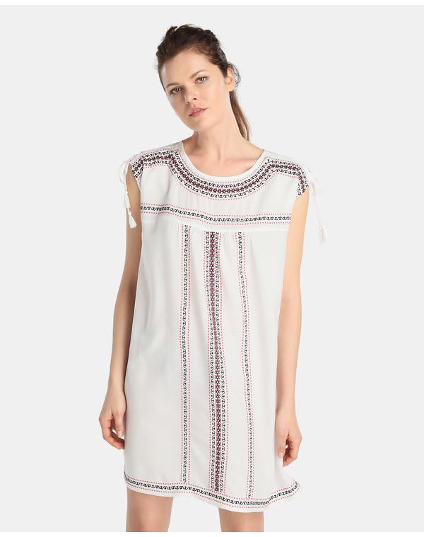 Vestidos blancos bohemios en moda UNIT