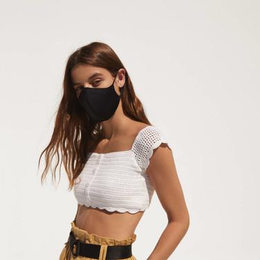 Bershka se adelanta a la nueva realidad lanzando los primeros looks de modelos con mascarillas