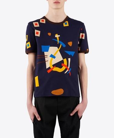 No es una camiseta más. Es la camiseta Bauhaus de J.W. Anderson