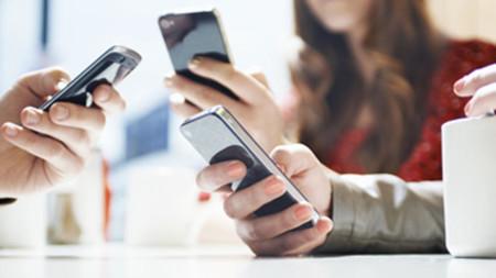 59% de los mexicanos regresaría a casa por su smartphone olvidado, así de dependientes somos