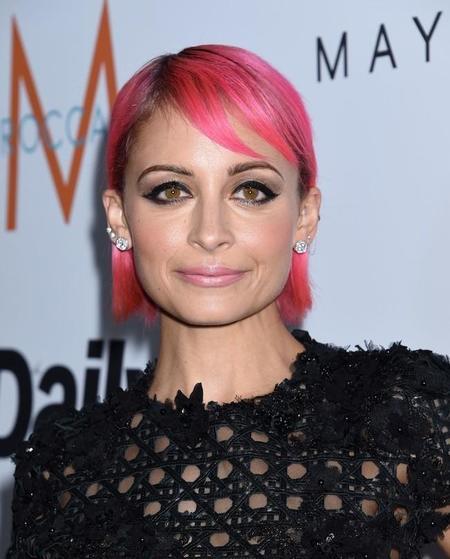 Después del lila y el azul, ahora Nicole Richie se pasa al lado rosa