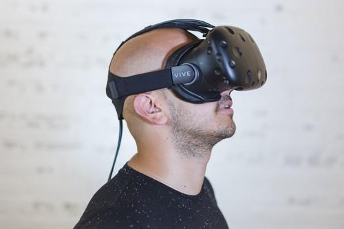 Hay quienes creen haber encontrado el mejor camino para vencer el miedo a volar y otras fobias: la realidad virtual