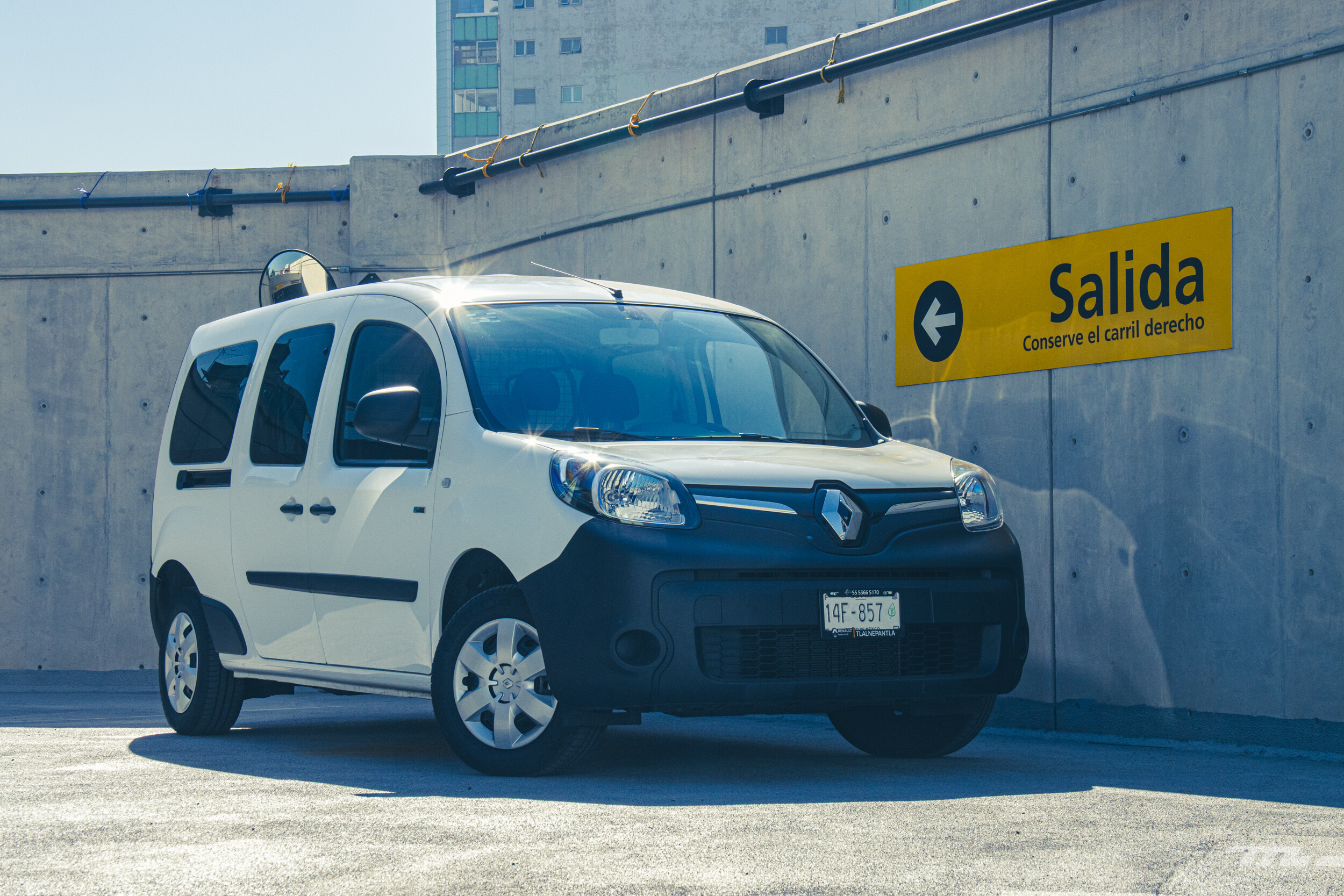 Foto de Renault Kango Z.E. Maxi 5 pasajeros (16/29)
