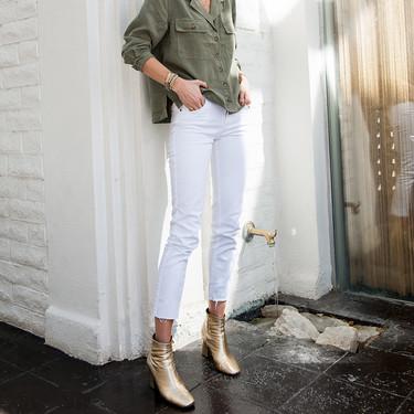 Botines dorados que puedes combinar con vaqueros o con pantalones blancos para brillar esta temporada