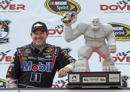 Tony Stewart se hace con la victoria en la Monster Mile de Dover