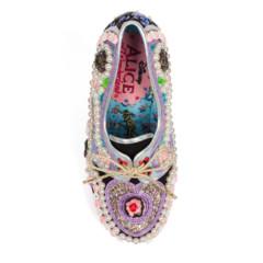 Foto 56 de 88 de la galería zapatos-alicia-en-el-pais-de-las-maravillas en Trendencias