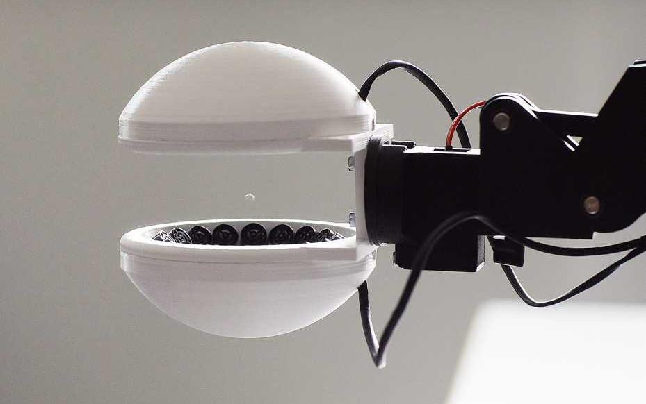 Esta pinza robótica usa levitación acústica para sujetar cosas sin tocarlas
