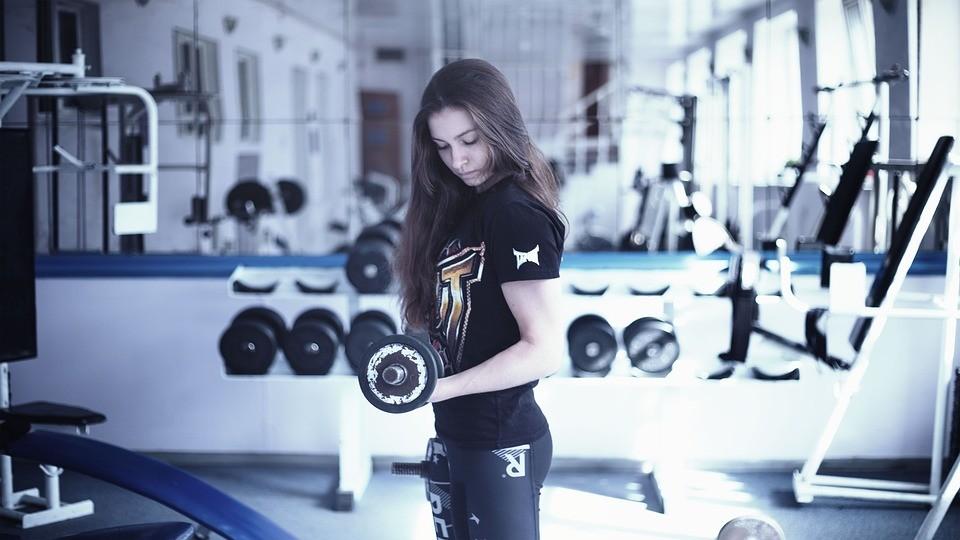 Aprende a combinar entrenamiento de cardio y entrenamiento en la sala de fitness