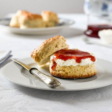 Cómo hacer scones británicos, los panecillos dulces más fáciles y rápidos para acompañar el té de media tarde (con vídeo incluido)
