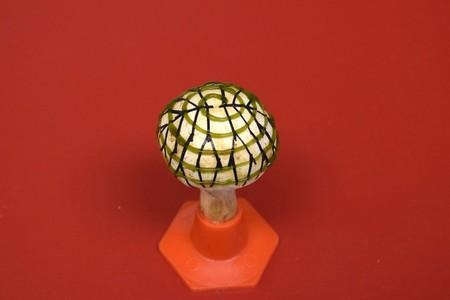 Esto era un champiñón blanco, ahora es una central eléctrica en miniatura: biónica, cianobacterias y sí, un poco de grafeno
