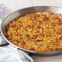 Receta de arroz meloso con pollo y chistorra, un plato que es toda una explosión de sabor