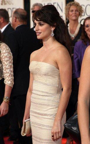 El vestido de novia de Penélope Cruz: sus mejores looks con vestidos de fiesta blancos. Armani Prive I
