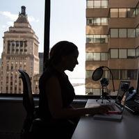 Las mujeres se fían menos de sus jefes que los hombres. Y tienen buenos motivos para ello