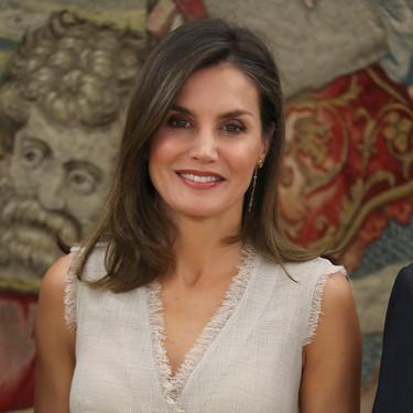 Doña Letizia se apunta a la tendencia del lino con un vestido que está en rebajas
