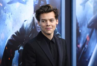 Medio elegante, medio informal: así fue el look de Harry Styles en la premiere de Dunquerque