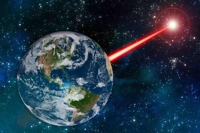 Este profesor del MIT quiere crear una gigantesca baliza láser para que los aliens nos puedan ver en la oscuridad del espacio