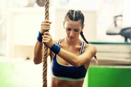 Los tres pasos que necesitas hacer para trepar la cuerda (con ayuda de tus piernas)